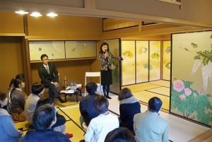 講義する森田りえ子客員教授