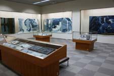 芸術資料館収蔵品展「藍と呉須 -紺青の誘惑-」開催中
