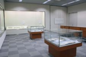 芸術資料館収蔵品展「開室記念・芸術資料館文書室の資料 -作者と絵の物語-」